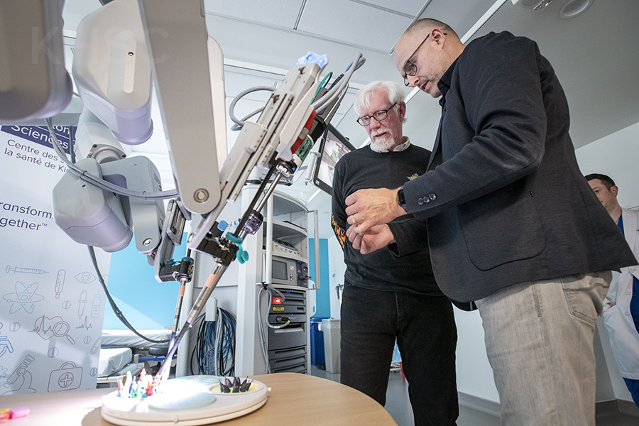 Kingston Health Sciences Centre launches new robot-assisted surgical program Image